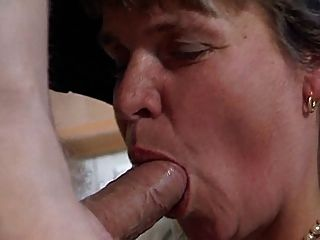 Marta play whit pussy and squirting