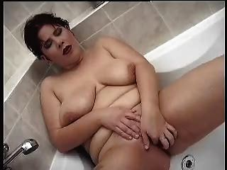 Lovely Bbw Masturbating In Bathtub