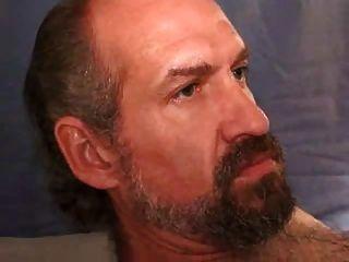 Bryant: Maduro Peludo Se La Casca En La Cama