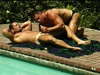 Smooth Strokes - Dos Tios Follando En La Piscina