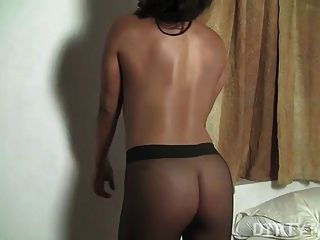 Leena Gets Off In Pantyhose