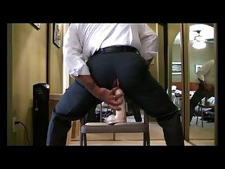 Ejecutivo Cabalgando Sobre Un Dildo