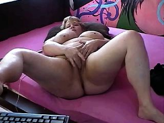 Bbw Fingers Pussy On Webcam