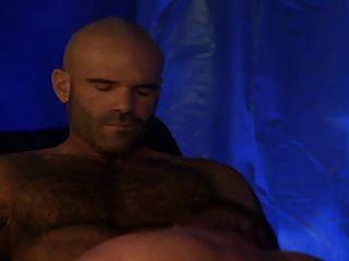 Polvazo De Tres Musculosos Peludos En El Circo