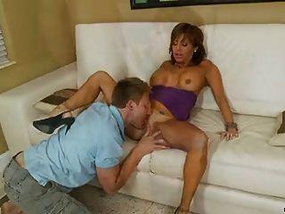 A penis Latina cougar milks Bigtit