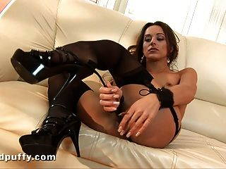 Dominika C Oiling Up Her Pussy