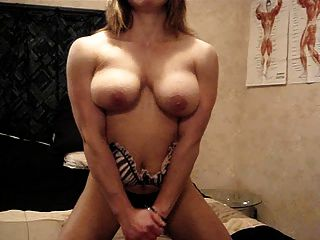 Muscle Chick Pec Bounce Show