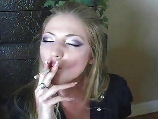 Best Smoking Girl Ever!!!!!!!!!!!!!!
