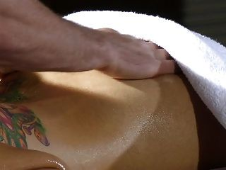 Yurizan Beltran - Erotic Massage