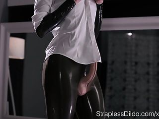 Camgirl lubes up for anal fisting 4