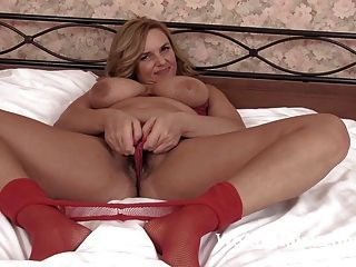 A Freshly Made Bed Makes Lariona Very Horny Today