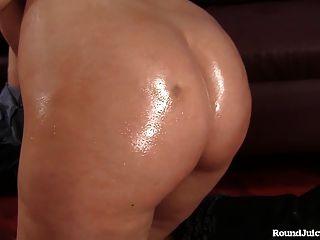 Big Bottom Brunette Has A Gorgeous Ass!