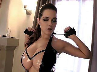 Tessa Fowler  Dominatrix