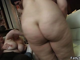 Chubby party bitch gives bj while texting 4