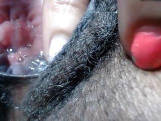 Negra Peluda Se Masturbando Gostoso