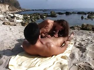 Anal Sex With Bulgarian Bitch On The Beach