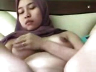 Amateur - Big Fat Arab Pussy On Cam