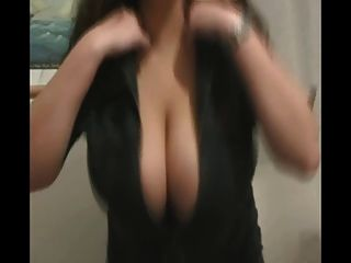 Big Boobs Babe Dancing (softcore)