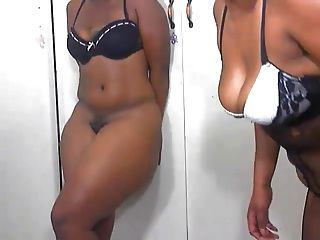 2 Ebony Babes Dancing....shaking Big Asses Webcam