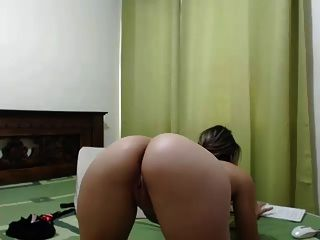 Latino Girl With Awesome Ass - Webcam