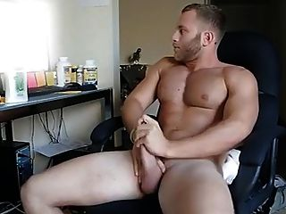 Str8 Guy Watching Porn & Stroke