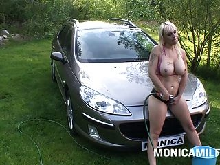 Monicamilf In A Wet And Naughty Carwash - Norsk Porno