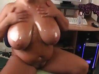 Plumper Oils Her Big Tits