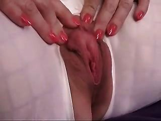 Milf Fists And Stretches Her Cunt.