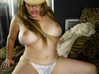 Big Booty American Housewife Fingering Herself