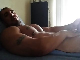 Str8 Muscle Man Play On Bed