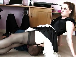 Under Maids Skirt
