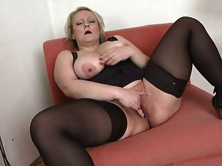 Hot Mature With Big Ass And Natural Tits
