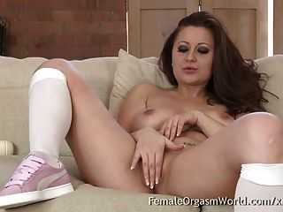 Babe With Big Naturals First Time Hitachi Masturbation