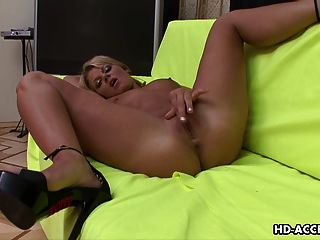 Blonde Angel Is Having Fun With Her Soaking Wet Cunt