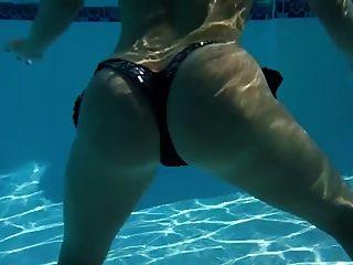 Underwater Twerk