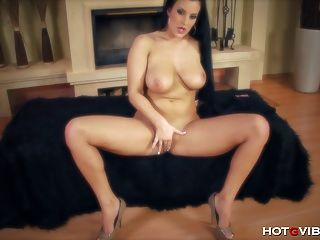 Horny Amateur With Stupid Curves