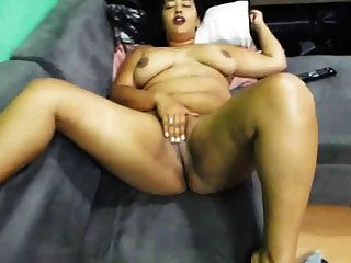 image Esposa depilou a bucetinha e dormiu de perna aberta