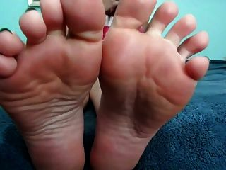 Scrunch Your Meaty Wrinkled Soles