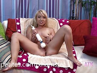 Vallerie White Cums All Over Her Hitachi Magic Wand