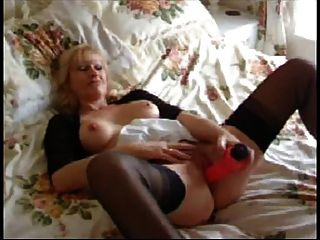 Sophie Mature British Wife And Her Dildo