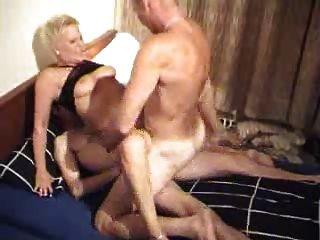 Amateur Granny Enjoys A Threesome !