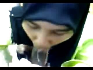 Hijabi Sucking And Drinking Cum