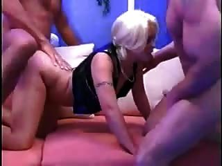Biggi Treibt Es Mit 2 Kerlen By Snahbrandy