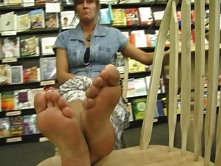 More Sexy Mature Feet
