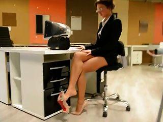image Lgh tamia miniskirt und high heels in dubai