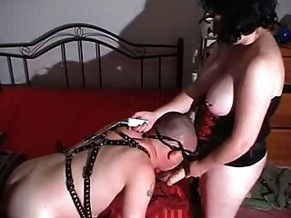 Mistress Aussiewife Using Slave