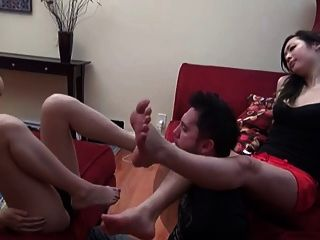 2 Asian Babes Have Fun With Their Feet Licker