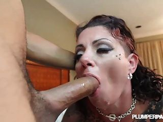 Web Cam Superstar Erika Xstacy Makes Her Hardcore Debut