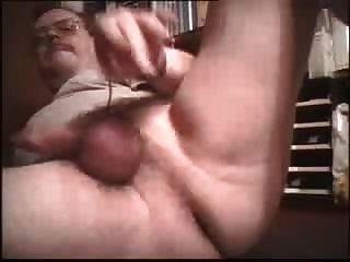 Tueffi Beim Buttplug Arschfick - Tueffis Heisser  Samen Spritzt