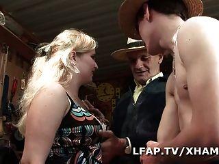 Petite Cochonne Francaise Se Fait Baiser Et Suce Papy